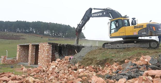Osmangazi Belediyesi kaçak olarak inşa edilen binaların yıkımlarını sürdürüyor!