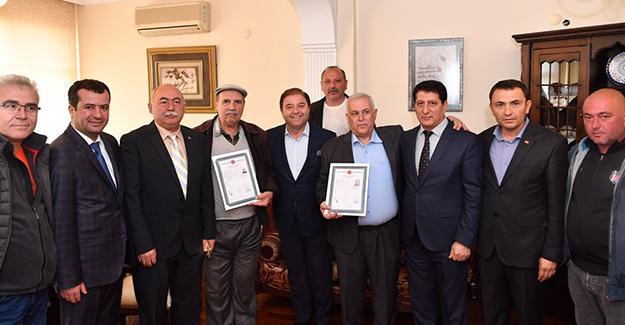 Başkan Ali Kılıç, Başıbüyük mahallesinde tapuları teslim etti!