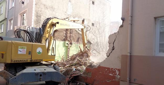 Osmangazi Belediyesi metruk bina yıkımlarına Çirişhane Mahallesi ile devam ediyor!