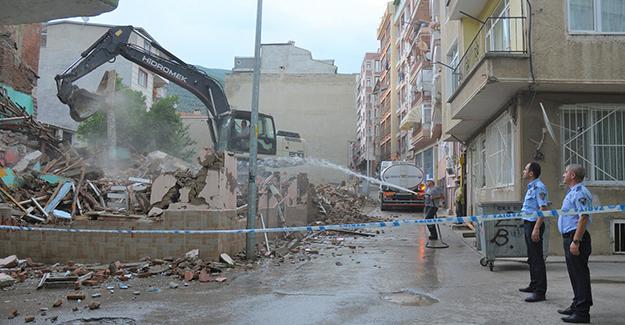 Gemlik Belediyesi metruk binaların yıkım çalışmalarını sürdürüyor!