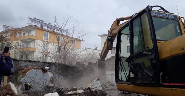 Bingöl Belediyesi son 4 ayda 17 metruk binanın yıkını gerçekleştirdi!