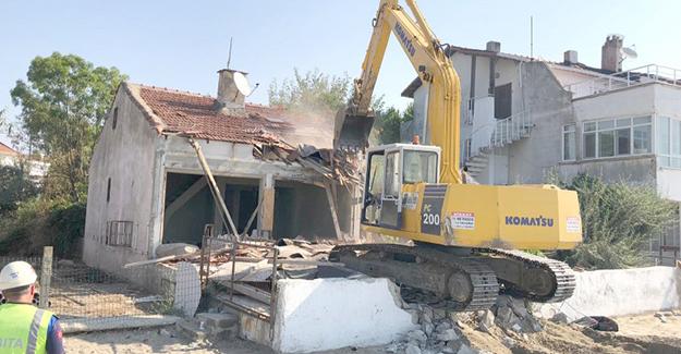 Silivri Belediyesi metruk bina yıkımlarına devam ediyor!