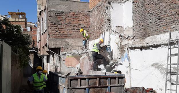 Bağlar Belediyesi kaçak yapıların yıkımına devam ediyor!