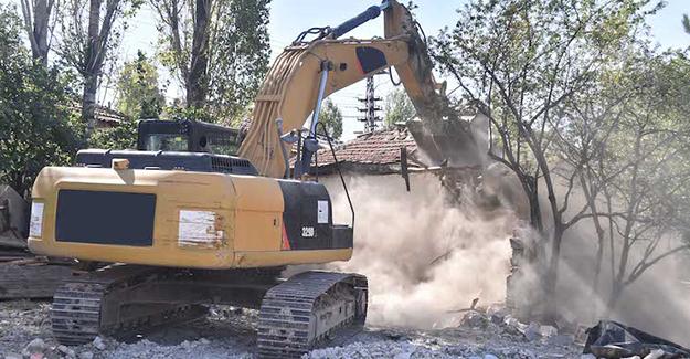 Ankara Büyükşehir Belediyesi metruk bina yıkımlarına devam ediyor!