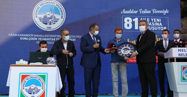 Kazım Karabekir kentsel dönüşüm projesinde 81 dairenin anahtarları teslim edildi!