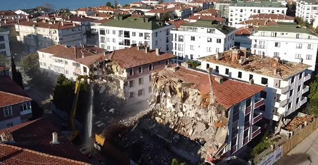 Büyükçekmece'de 13 riskli yapının kentsel dönüşüm kapsamında yıkımı başladı!