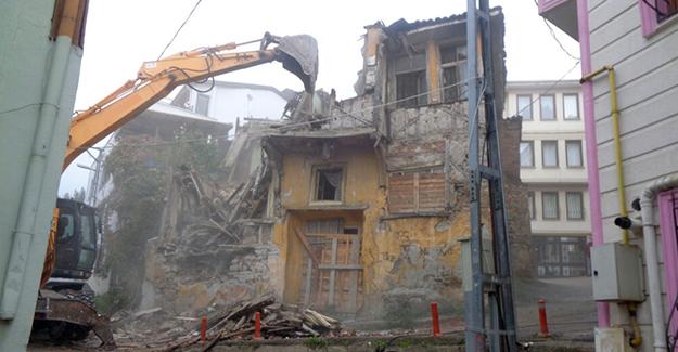 Osmangazi Alipaşa Mahallesi'nde çökme teklikesi bulunan bina yıkıldı!