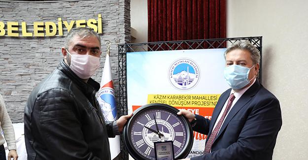 Kazım Karabekir kentsel dönüşüm projesinde 110 dairenin anahtarları teslim edildi!