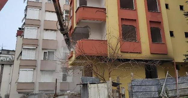 Kartal'da riskli yapı raporu alınan binaların yıkımı devam ediyor!