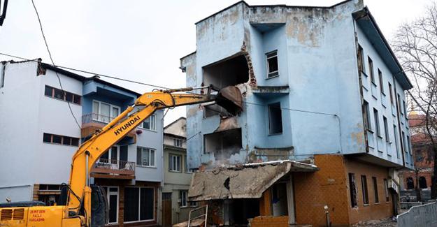 Bursa Yunuseli'deki riskli yapının yıkımına başlandı!