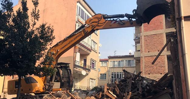 Osmangazi'de metruk bina temizliği devam ediyor!