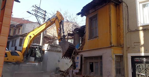 Osmangazi Hocaalizade Mahallesi'ndeki metruk bina yıkıldı!
