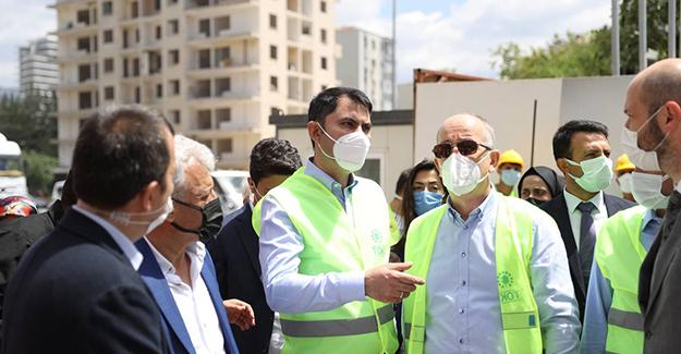 Bakan Kurum, Bayraklı'da depremzedeler için yapımı süren konutları inceledi!