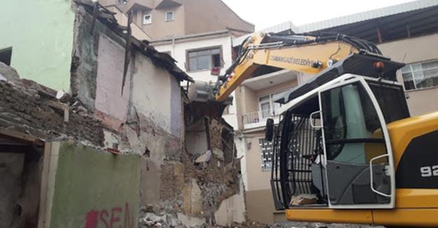 Osmangazi Hacı İlyas Mahallesi'ndeki metruk bina yıkıldı!