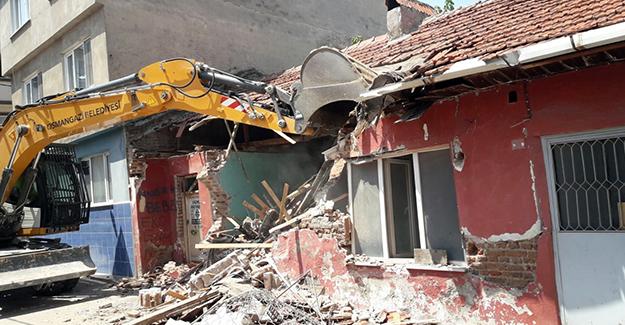 Osmangazi Tuna Mahallesi'ndeki metruk bina yıkıldı!