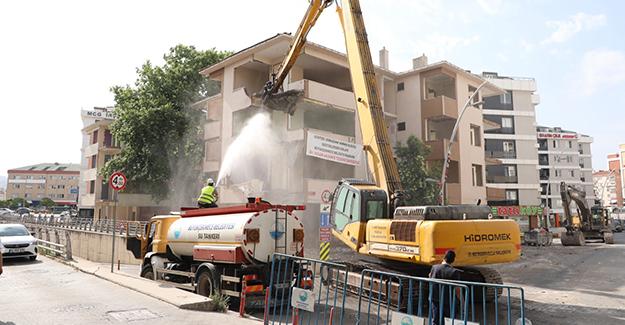 Büyükçekmece'de deprem riski taşıyan 5 bina yıkıldı!