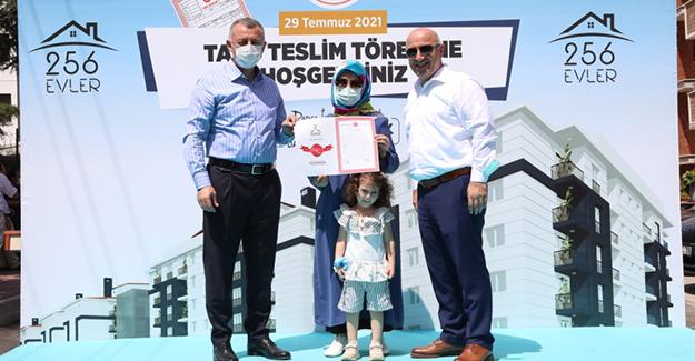 Darıca Emek kentsel dönüşüm projesinde 80 hak sahibine tapuları teslim edildi!