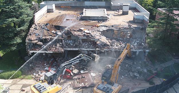 BUSKİ yerleşkesindeki riskli yapı yıkıldı!
