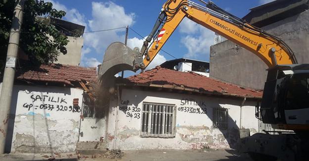 Osmangazi Gülbahçe Mahallesi'ndeki metruk bina yıkıldı!
