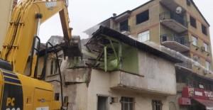 İzmit Belediyesi 500 den fazla metruk bina yıktı!