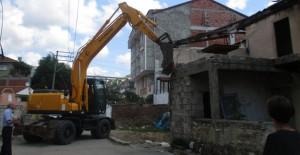 Tokat Belediyesi Mehmet Paşa'da metruk binaları yıkıyor!