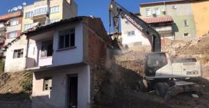 Bursa Gemlik'te metruk binalar yıkılıyor!