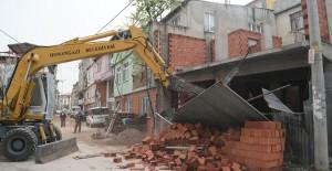 Osmangazi Belediyesi Soğanlı Mahallesinde 2 katlı kaçak binayı yıktı!