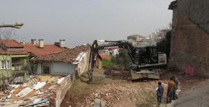 Osmangazi Belediyesi metruk bina yıkımlarına devam ediyor!