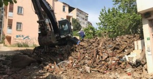 Gemlik Belediyesi metruk bina yıkım çalışmalarına devam ediyor!