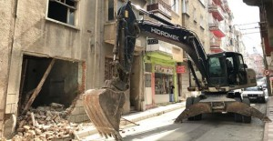 Gemlik Belediyesi metruk bina yıkımlarına devam ediyor!
