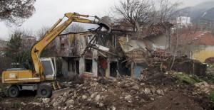 Osmangazi Belediyesi metruk binaların yıkım çalışmalarına devam ediyor!