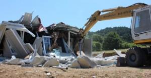 Osmangazi Belediyesi Uludağ'ın eteklerinde yer alan kaçak yapıları yıkıyor!
