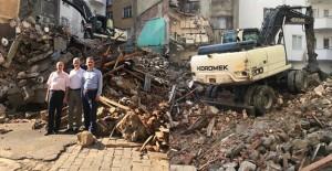 Gemlik Belediyesi kentsel dönüşüm kapsamında yıkım çalışmalarını sürdürüyor!