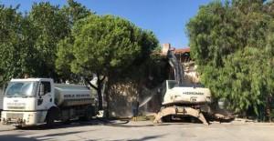 Gemlik Belediyesi yıkım çalışmalarını sürdürüyor!