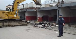 Gölcük Yeni Sanayi Sitesi'nde eski dükkanlar yıkılmaya başladı!