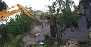 İzmit Belediyesi 2018 yılında 68 adet metruk binanın yıkımını gerçekleştirdi!