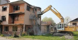 Kocaeli Gölcük'te metruk bina yıkımları devam ediyor!