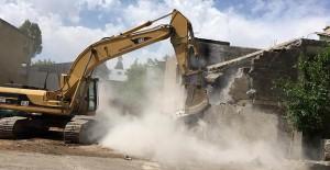 Muş Belediyesi bir yılda 61 metruk binanın yıkımını gerçekleştirdi!