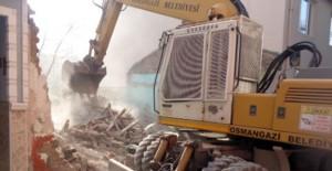 Osmangazi Belediyesi Çirişhane Mahallesi'nde metruk bina yıkımlarını sürdürüyor!