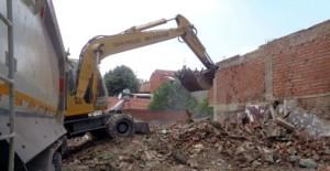 Osmangazi Belediyesi metruk binaların yıkım çalışmalarını sürdürüyor!