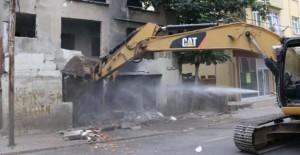 Kartal Yalı Mahallesi'nde metruk bina yıkıldı!