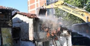 Osmangazi Belediyesi metruk bina temizleme çalışmalarını sürdürüyor!