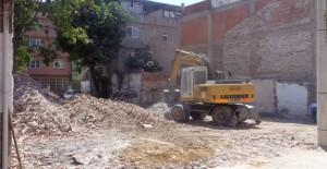 Osmangazi Belediyesi metruk binaları temizlemeye devam ediyor!