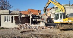 Osmangazi Belediyesi kaçak binaların yıkım çalışmalarına devam ediyor!