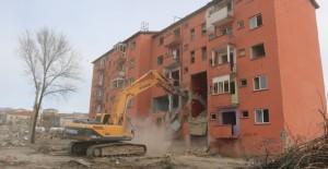 Elazığ Karşıyaka kentsel dönüşüm alanında yıkım çalışmaları başladı!