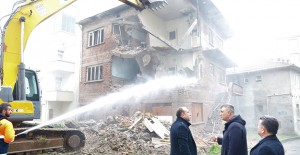 Gölcük Belediyesi yıkım çalışmalarına devam ediyor!