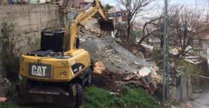 Osmangazi Demirkapı Mahallesi'nde metruk yapı yıkımlarına devam ediliyor!