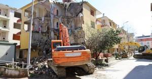 Büyükçekmece'de 8 bina kentsel dönüşüm kapsamında yıkıldı!