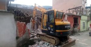 Osmangazi Belediyesi metruk yapıların yıkım çalışmalarını sürdürüyor!