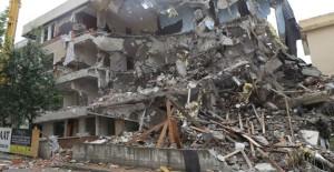 Beylikdüzü Belediyesi kentsel dönüşüm kapsamında 48 daireyi yıktı!